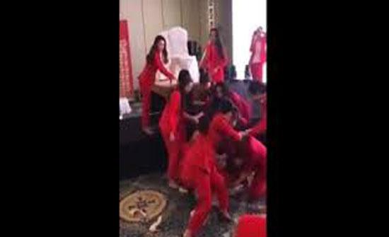نهاية مروعة لفتاة حاولت القفز فوق أيدي صديقاتها (فيديو)