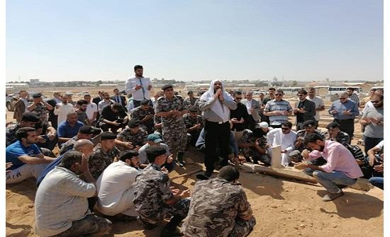 بالصور : قوات الدرك تشيع سيدة عراقية وحيدة في الأردن