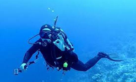 الغطاس النصرات يعود للتحدي والمكوث 72 ساعة تحت الماء
