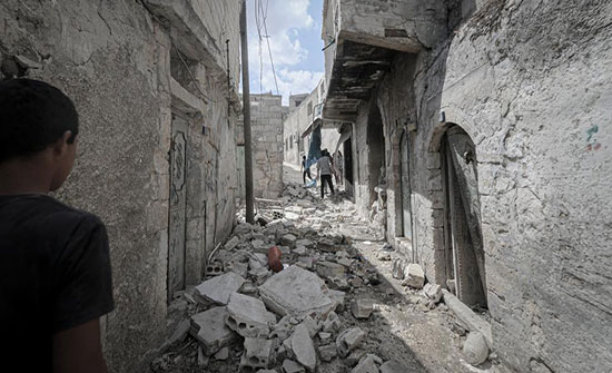 تحذيرات من نزوح 450 ألف سوري إلى الحدود التركية