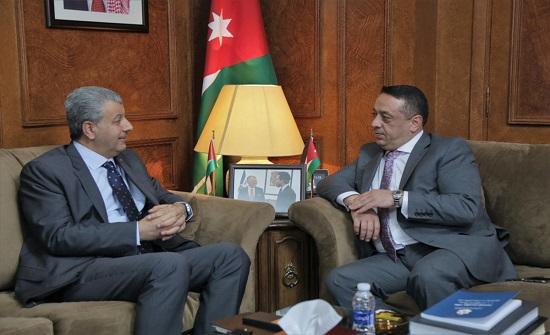 وزير الدّولة لشؤون رئاسة الوزراء يستقبل نظيره الفلسطيني