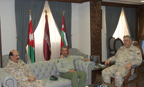 رئيس هيئة الأركان المشتركة يستقبل وفداً عسكرياً كويتياً