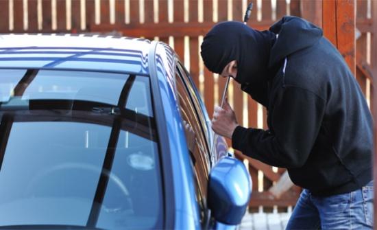 """الأمن يقبض على """"سارق مركبات"""" في إربد"""