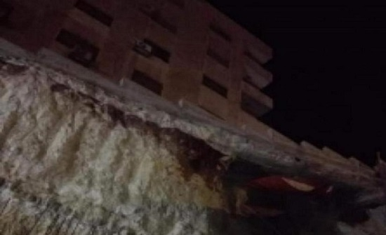 انهيار اتربة في ضاحية الرشيد يوقع تصدعات خطيرة في مبنى مجاور