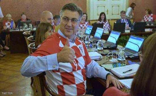 حكومة كرواتيا تعقد اجتماعها بزي المنتخب!!