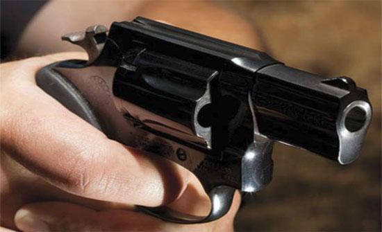 طالب ثانوي يطلق النار على آخر في ابو نصير