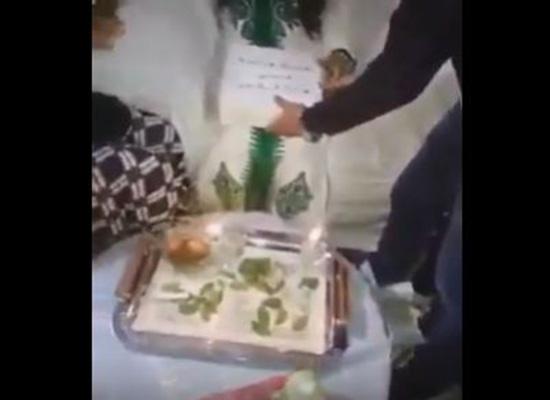 بالفيديو: شاب يصيب شقيقته بالصدمة بأغرب هدية في حفل زفافها
