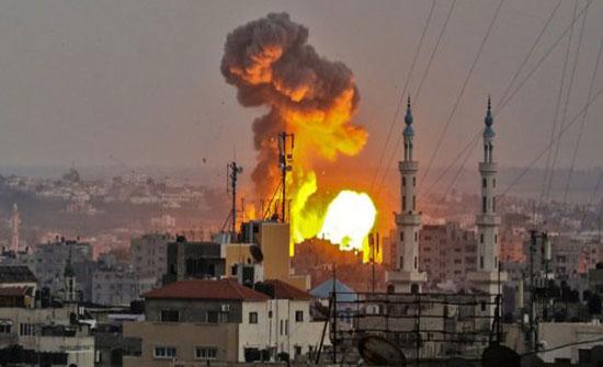 طيران الاحتلال ومدفعيته يقصفان موقعين شرق غزة