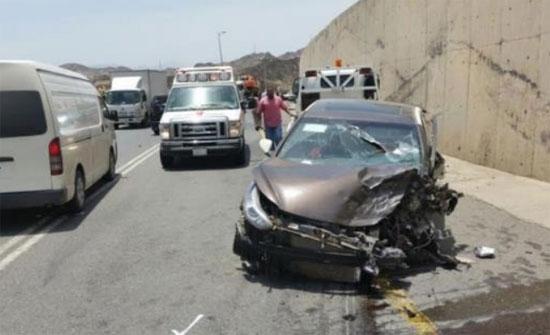 6 إصابات بتصادم 4 مركبات على اتوستراد عمان الزرقاء