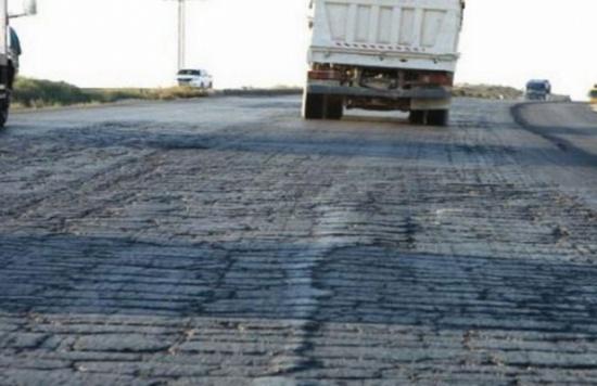 بدء العمل في تشجير الطريق الصحراوي