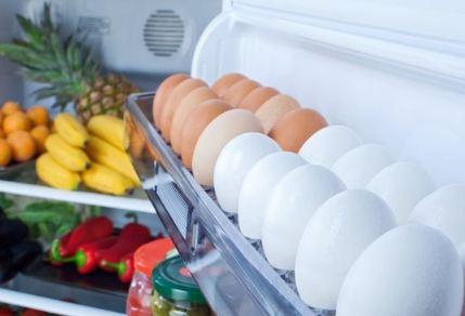 أطعمة لا يجب تركها مطولًا في الثلاجة.. إكتشفوها!