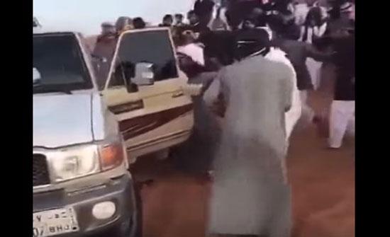 مشاجرة عنيفة بالسكاكين بين مجموعة من الشباب (فيديو)