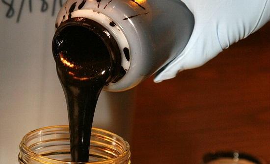 انخفاض أسعار النفط الخام