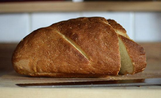ضبط الواح خشبية لنقل الخبز غير صالحة للاستخدام في المفرق