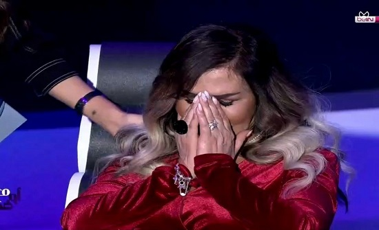 شاهد.. مها المصري تبكي بسبب التشوه الذي اصابها من فشل عمليات التجميل!