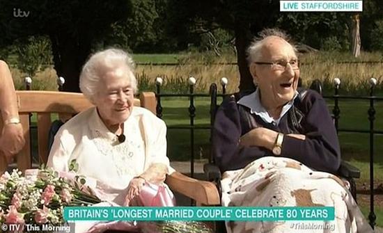 فيديو وصور : حكاية العمر كله.. قصة أطول زواج في العالم.. 80 عاما من السعادة