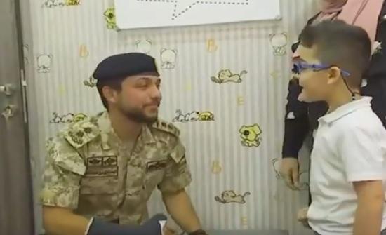 بالفيديو : لقطات من زيارة الأمير حسين إلى وحدة زراعة القوقعة للأطفال