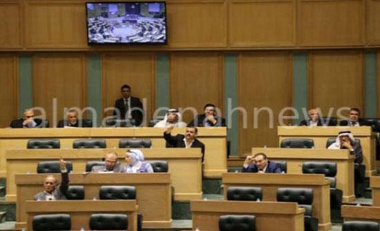 شباب تحت قبة البرلمان في جلسة غير رسمية