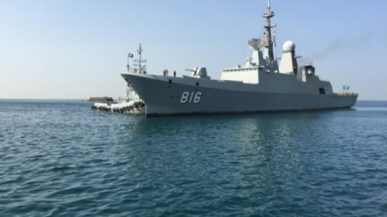 """البحرية السعودية تضبط زورقاً """"تخريبياً"""" محملاً بالسلاح"""
