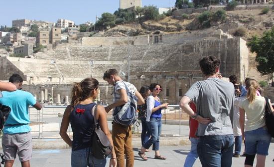تمديد قرار معاملة السائح العربي معاملة المواطن في المواقع السياحية