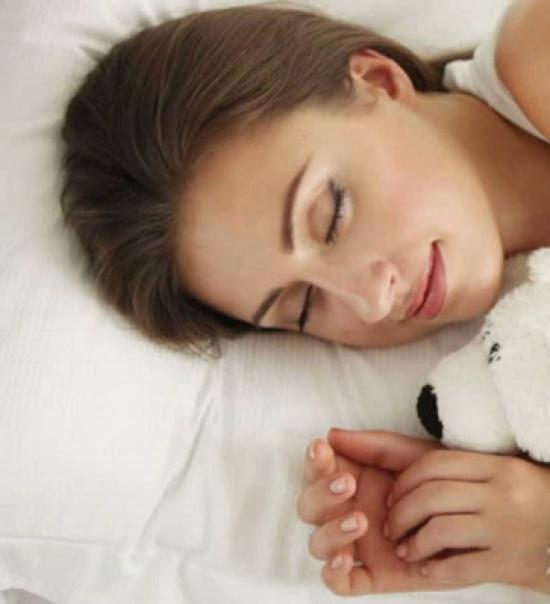 على الجانب الأيمن أم الأيسر؟ إكتشفوا وضعية النوم المفيدة لصحتكم