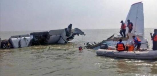 بالفيديو: لحظات من الرعب إثر تحطم طائرة فوق المياه
