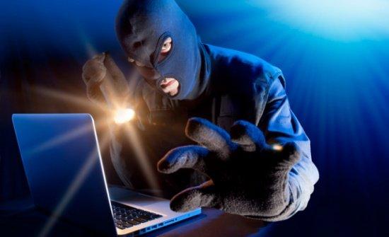 """عثر في هاتفه على 7 آلاف صورة لطالبات.. الأمن العراقي يعتقل متهمًا بـ""""الابتزاز"""" الإلكتروني"""
