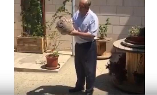 """بالفيديو : أردني يكسر """" جره """" بعد استقالة الملقي"""