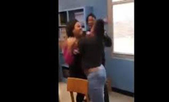 شجار جماعي بين مراهقات داخل الفصل (فيديو)