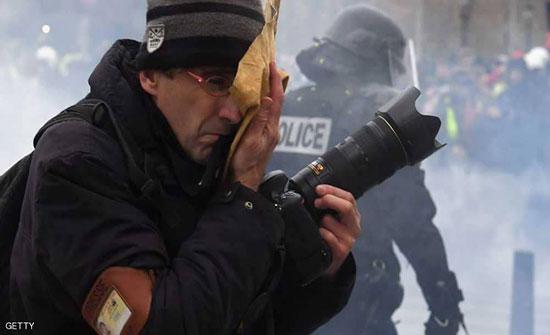 """محتجو """"السترات الصفراء"""" يستهدفون الصحفيين في مواجهات باريس"""