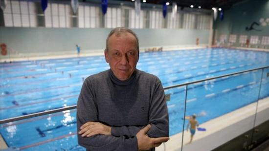 """مدرب سباحة سوري يطوّر طريقة استشفاء استقاها من """"رحم الأم"""""""