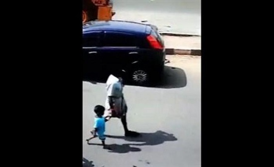 بالفيديو : رجل يستغل سكر أب ويخطف ابنه