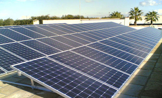 الطاقة تحيل 12 عطاء لتنفيذ مشروع الخلايا الشمسية