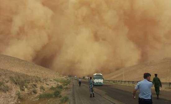 الدفاع المدني يدعو المواطنين إلى توخي الحيطة والحذر بسبب الغبار