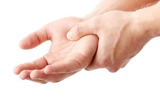 الوخز المفاجئ في طرف إصبع الخاتم يكشف عن شيء خطير يحدث بجسمك