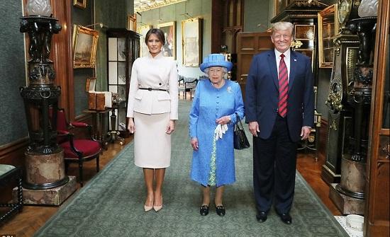 بالفيديو: ترامب يلتقي ملكة بريطانيا.. مواقف محرجة بالجملة!