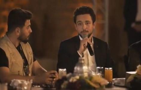 بالفيديو : الامير الحسين يشارك شبانا افطارهم في قلعة الكرك