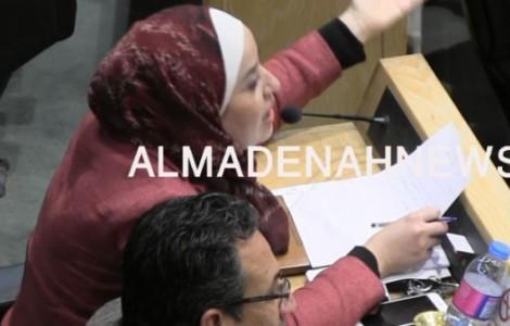 بالفيديو : بني مصطفى تطالب بإعادة المرمجين من الأمن العام منذ 3 سنوات لأعمالهم