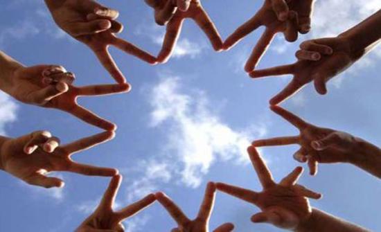 في اليوم العالمي للصداقة.. الفضاء التكنو اجتماعي يطغى على الواقعي