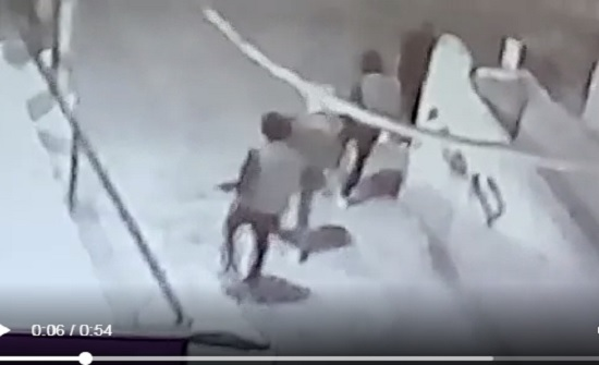 """بالفيديو : ملثمون يطلقون النار بشكل عشوائي في مخيم """" عزمي المفتي """""""