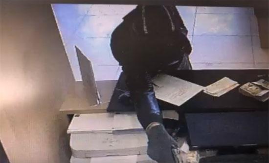 شاهدوا أول فيديو يظهر عملية السطو على بنك في الوحدات
