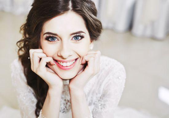 أسرع طريقة لتبييض أسنان العروس قبل الزفاف من دون الحاجة إلى دفع المبالغ الباهظة!