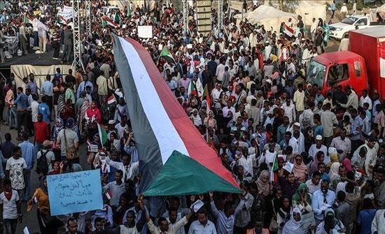 الخرطوم.. قوى التغيير تدعو المحتجين للتجمع بـ4 ميادين لمواصلة الثورة