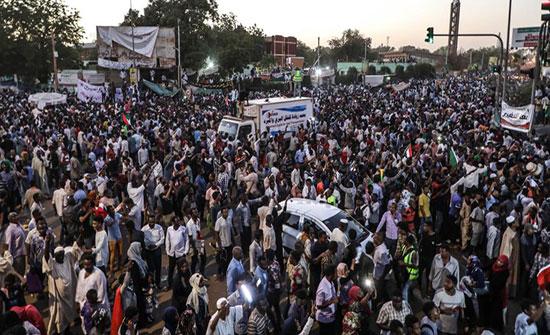 حشد أمني بالخرطوم استعدادا لمظاهرة مليونية والقضاة ينضمون للاحتجاجات