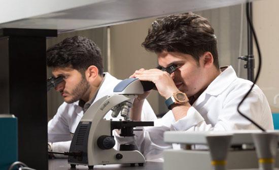 """""""عمان العربية"""" تستحدث (14) مختبراً علمياً في كليتي الهندسة والصيدلة"""