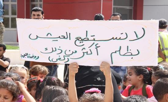 مئات الاطفال يتظاهرون في غزة للمطالبة برفع الحصار وانهاء معاناتهم