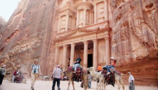 الدخل السياحي يرتفع إلى 2.1 مليار دولار
