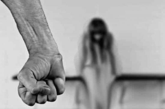 سعودي متهم بـ الإتجار بالبشر يقتل ابنته .. وزوجة الأب تكشف تفاصيل صادمة عن الأب والجدة!