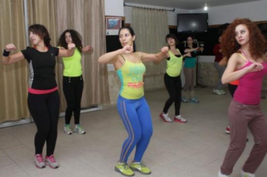 """مصريات تواجهن التحرش برقصة """"الزومبا"""""""