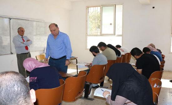 رئيس جامعة إربد الأهلية يتفقد الامتحانات النهائية للفصل الصيفي